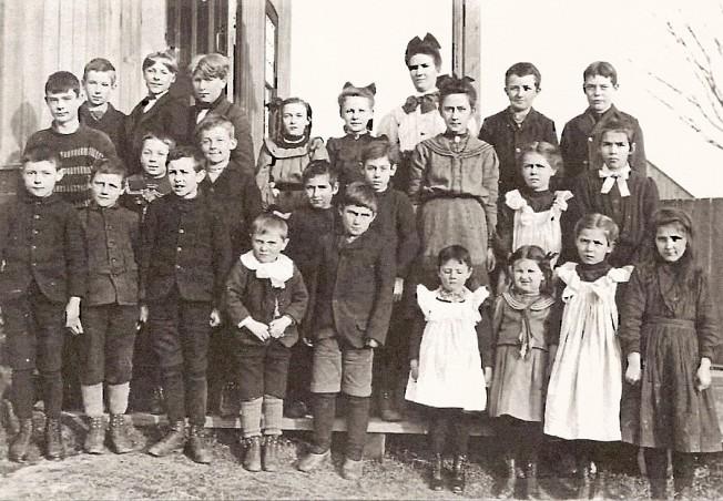 innisville-school-1898.jpg