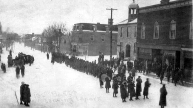 130th-Battalion-leaving-Lanark-1916.jpg