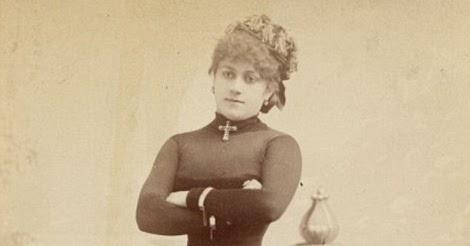 Vintage Burlesque Photos From The 1890s (1).jpg
