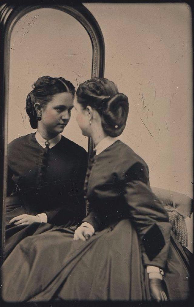 Victorian Women Hairstyles (24).jpg