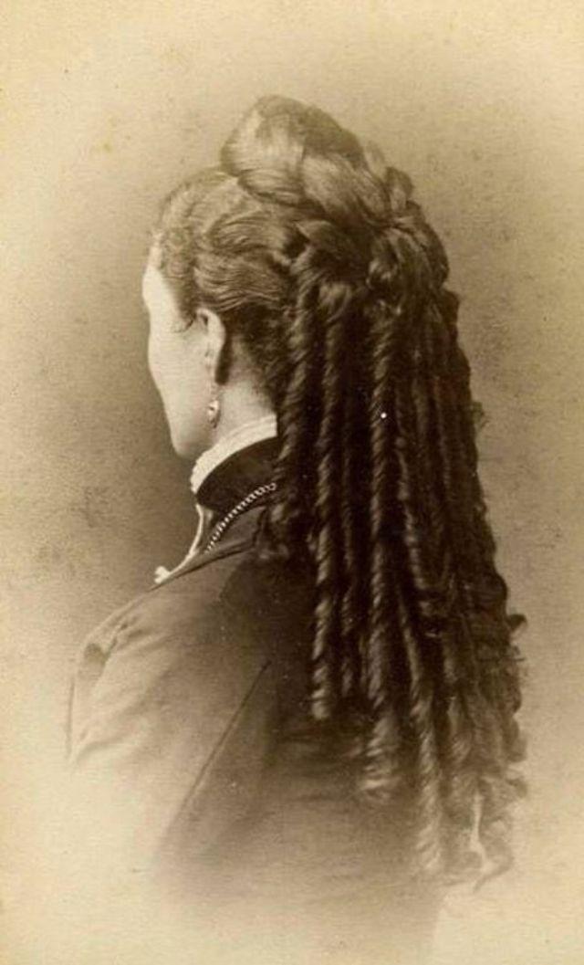 Victorian Women Hairstyles (27).jpg