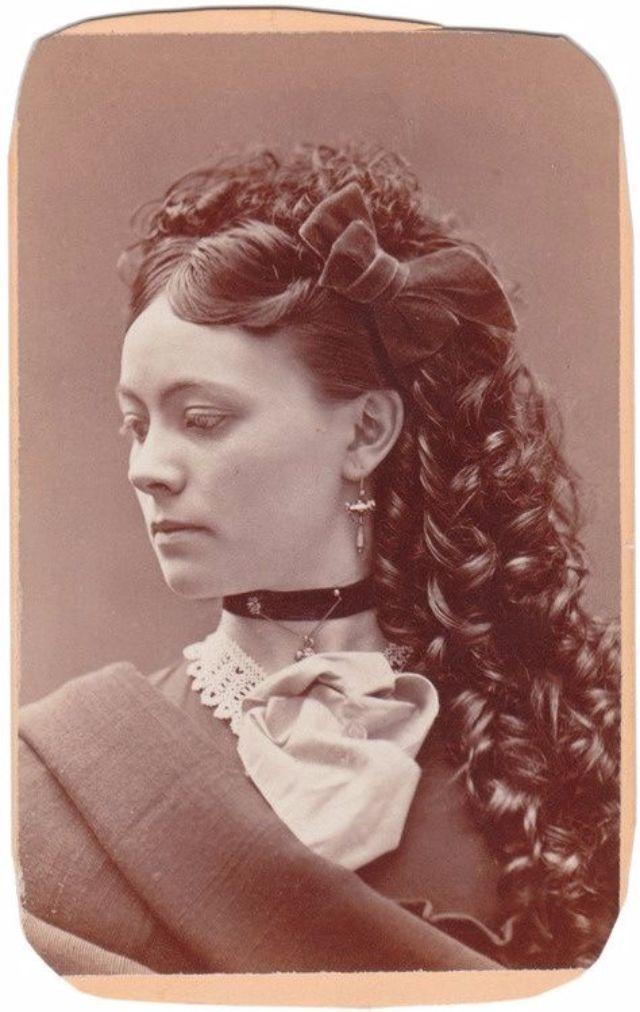 Victorian Women Hairstyles (6).jpg