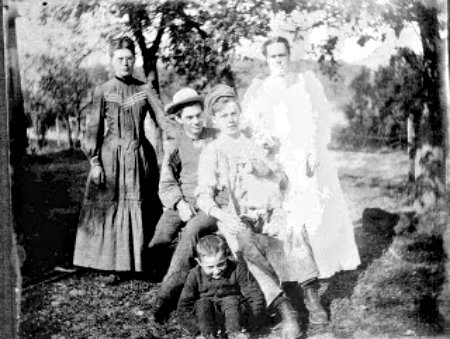 Bertha and Wallace Booth.jpg