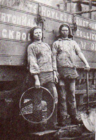 vww-pit-brow-girls-w-coal-truck1867.jpg