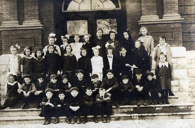 smiths-falls-school-1917-18.jpg