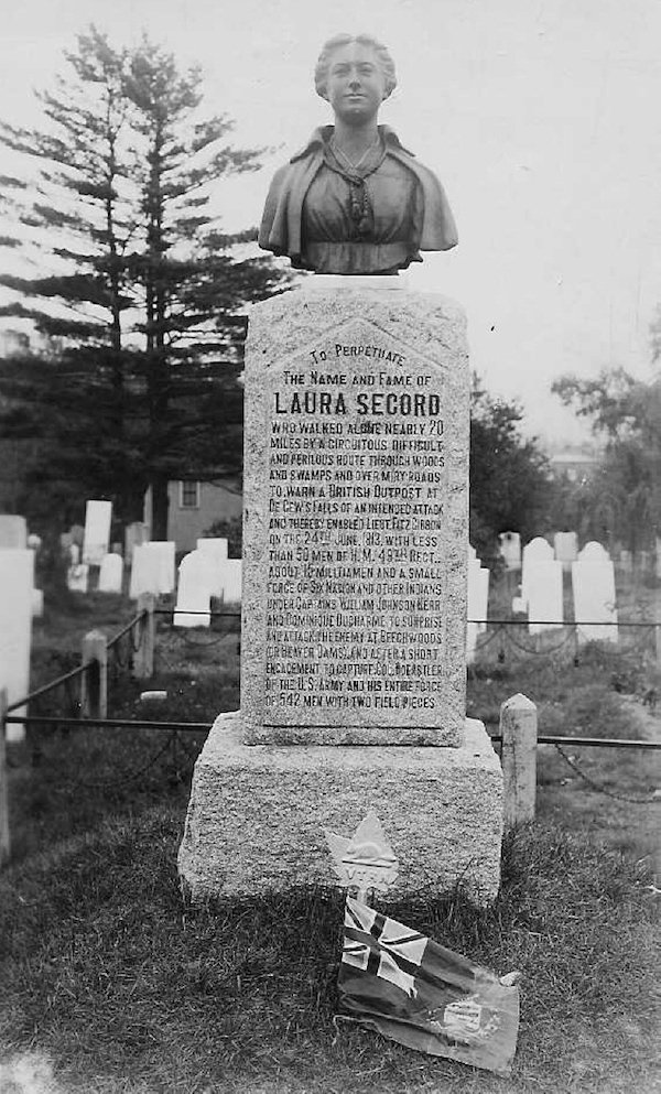 laura_secord_monument_at_the_drummond_hill_cemetery.jpg