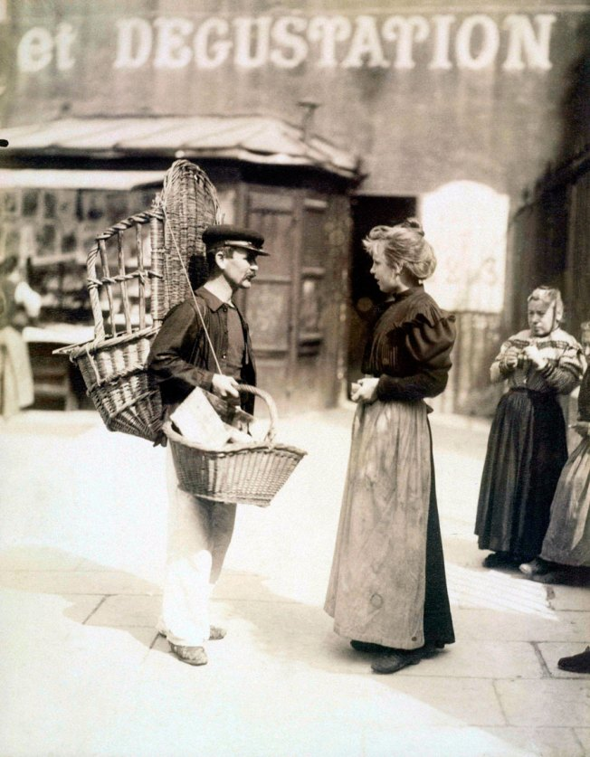 Eugène Atget - Peddler, Place Saint-Médard, 5th District 1899.jpg