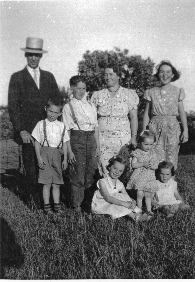 McNaughtons Back row l to r Lawrence Murray Lloyd Edna Edith Front Row l to r Joyce Geneva Phyllis About 1939.jpg