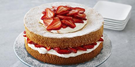 Strawberries_and_Cream_Sponge_Cake_001.jpg